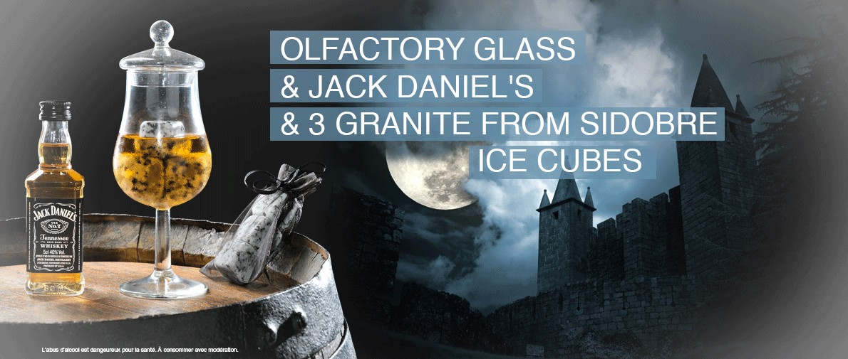 Tasting glass Jack Daniel's and 3 ice cubes